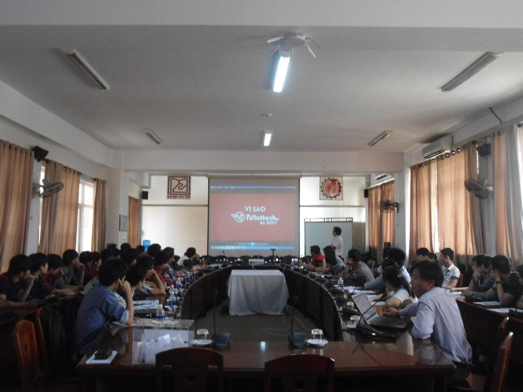 """iViettech – Tổ chức hội thảo """"Chat với Java Coder"""" tại Đại học Duy Tân"""