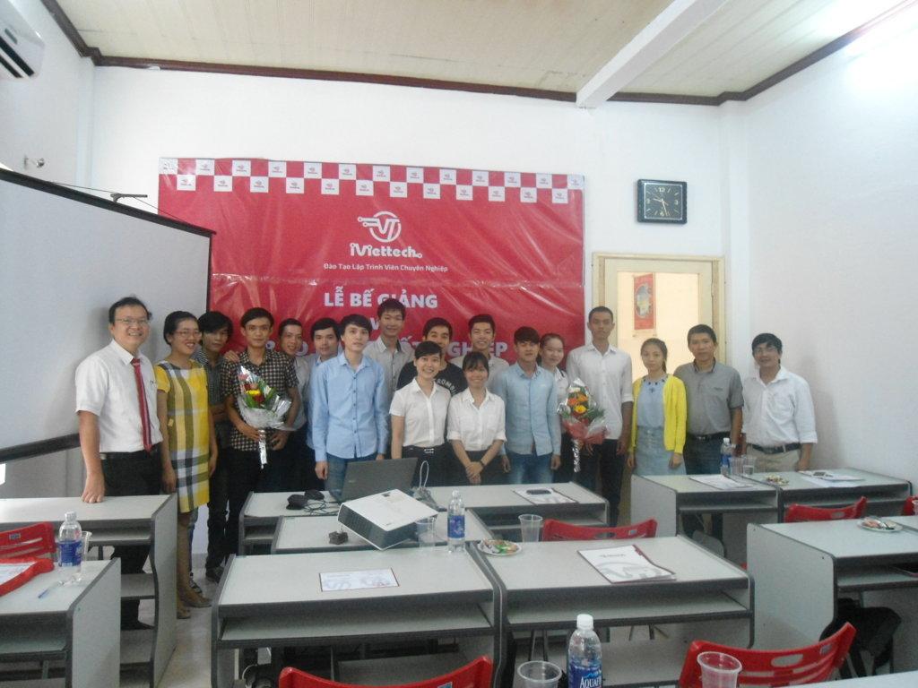 Lễ bế giảng và trao bằng tốt nghiệp khóa học – PHP, Android và Tester