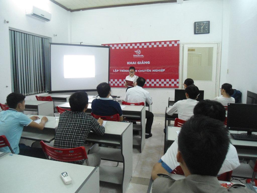 iViettech – Khai giảng lớp Lập trình viên chuyên nghiệp